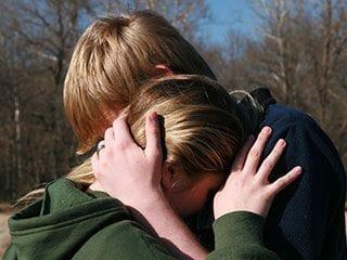 相手と仲直りする心理テク「タッチング」 言葉よりも態度が肝心