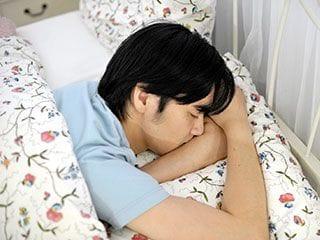 寝相でわかる彼の性格「あおむけは自信家で柔軟」「うつぶせは几帳面」