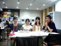 青山学院大学 United Rhythm Carriersのメンバー。右から、八田康二朗さん、飯島百合子さん、土方真理さん、秋元瑛理さん