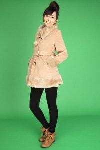 冬ファッションの女性