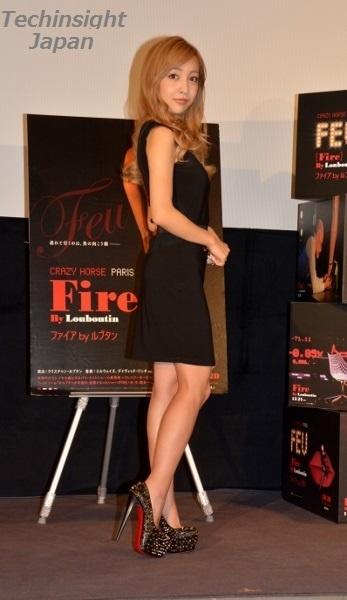 映画『ファイアbyルブタン』特別試写会で板野友美がルブタンを披露