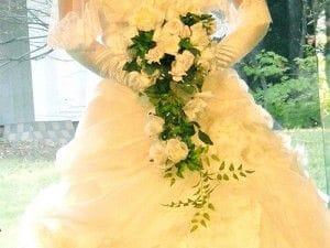 ウエディングドレスとブーケ