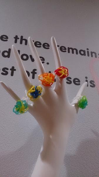 こんなカラフルな指輪も!色の組み合わせも大きさも自分で選べるレインボールーム