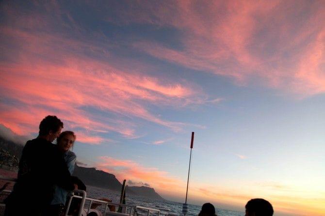 船上から眺めるテーブルマウンテンや大西洋に沈む夕日は息をのむ美しさ!