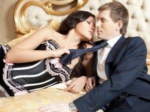 キスを迫る女性