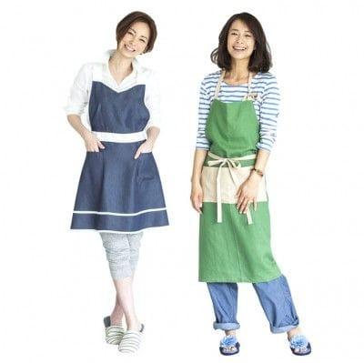 左から、真山景子さんコラボレーションエプロン(5,184円) / AYUMIさんコラボレーションエプロン(5,184円)※数量限定 各400枚