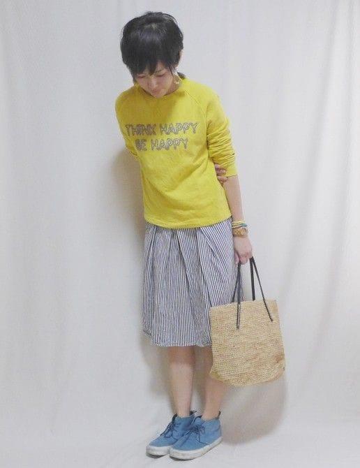 スカート:chambre de charme、バッグ:Sans Arcidet、スニーカー:VANS、アクセサリー:SENBA