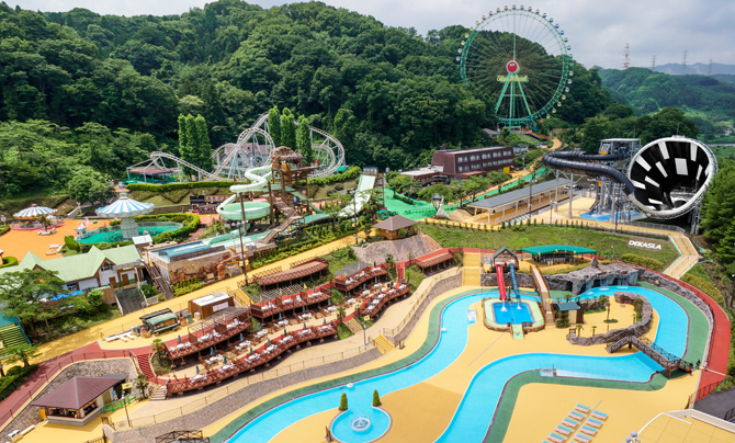 施設内でさまざまなタイプのプールが楽しめる(東京サマーランド)