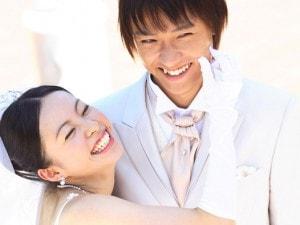 結婚式に彼女に着てほしいのは、ドレス? それとも着物?