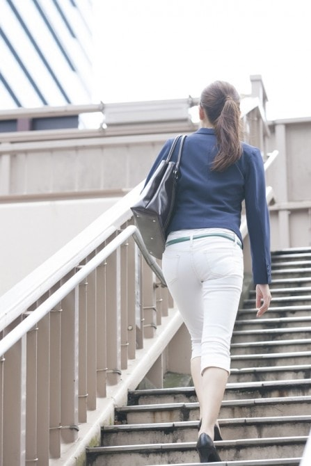「女性 後ろ姿」の画像検索結果