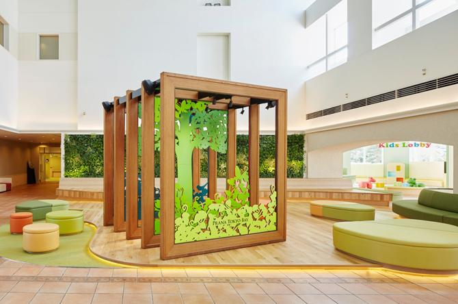"""三井ガーデンホテルプラナ東京ベイ """"プラナの森""""をイメージしたメインロビー"""