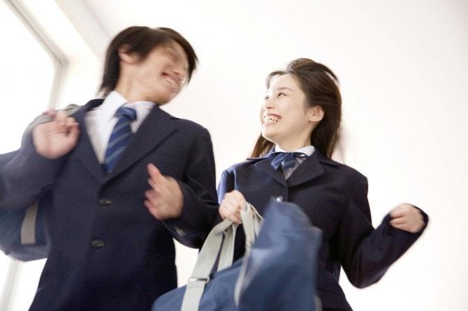 e2b45b338e634 「学生時代は何とも思っていなかったけれど、ある再会をきっかけに交際に発展した!」なんていう話を聞くと「自分ももしかして?」なんてドキドキし ちゃいますよね。