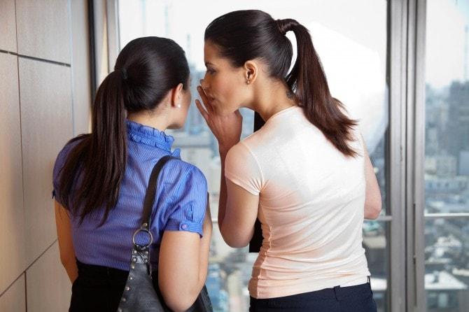 27.5%の女性が会社で同僚のうわ...