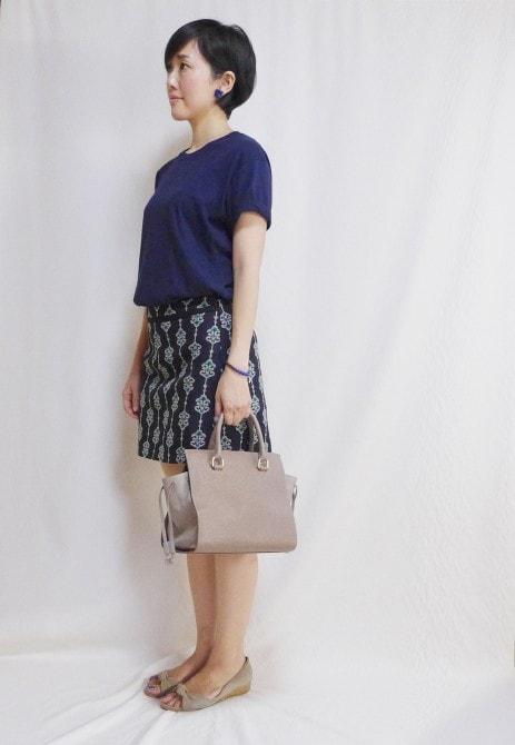 ユニクロメンズパックTとZARAの刺繍スカート