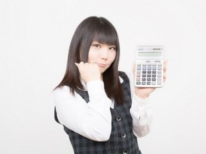 銀行口座を「家計口座」と「貯蓄口座」に分けている女子