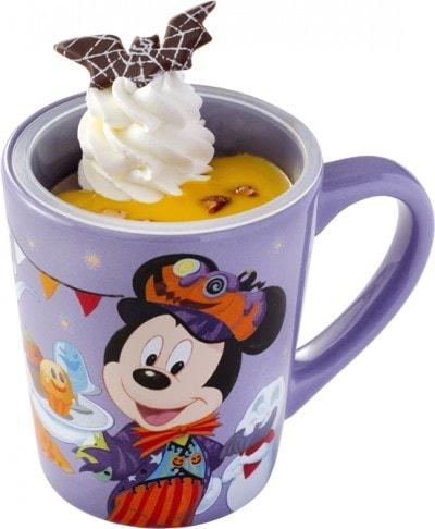 食べたあとはカップを持ち帰れるのがうれしい「紫イモのプリン、スーベニアカップ付き」(税込720円)(東京ディズニーランド)