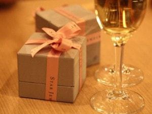 性が彼女に送るプレゼントの相場