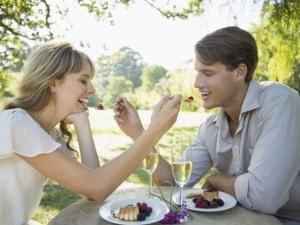 オシャレなカフェは彼氏と女友達どちらと行きたい?