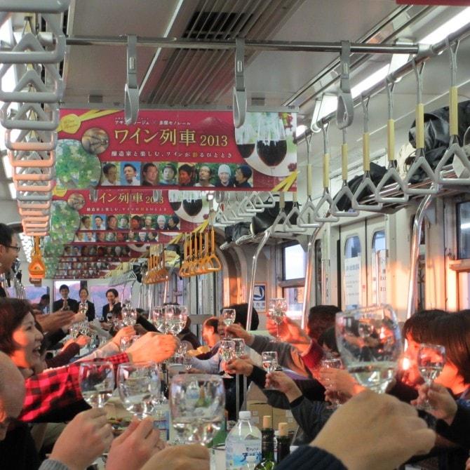 今年のワイン列車は12月12日(土)に開催。料金5,100円、定員140名。