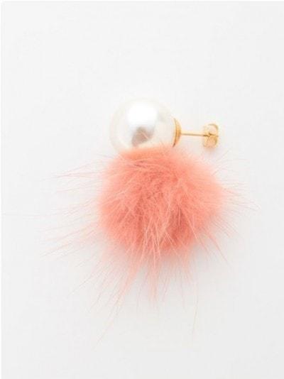 毛足の長いファーモチーフに、パール風のパーツがアクセント [FASHIONWALKE/titty&Co(ティティーアンドコー).:ファーパールピアス (税込2484円) http://fashionwalker.com/item/TIT0115F0150]