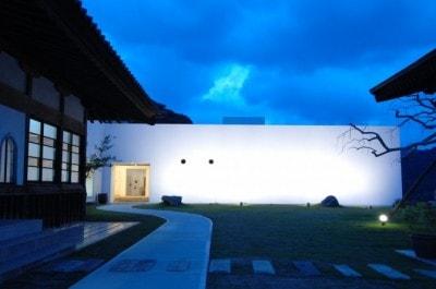 現在の洋風モダンな建物は、昭和63年頃に建て替えたもの