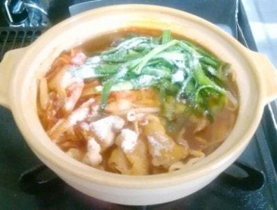 好きなお鍋を作ったら、食べる前にさっと振りかけるだけ★ コラーゲンが溶けるとスープや具材がつやつや色に