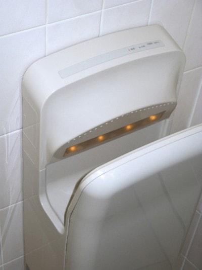 トイレにある「エアータオル」は不衛生?
