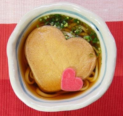 バレンタイン限定水沢うどん「LOVEきつね」(730円~・税込)