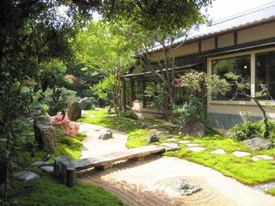 枯山水の日本庭園