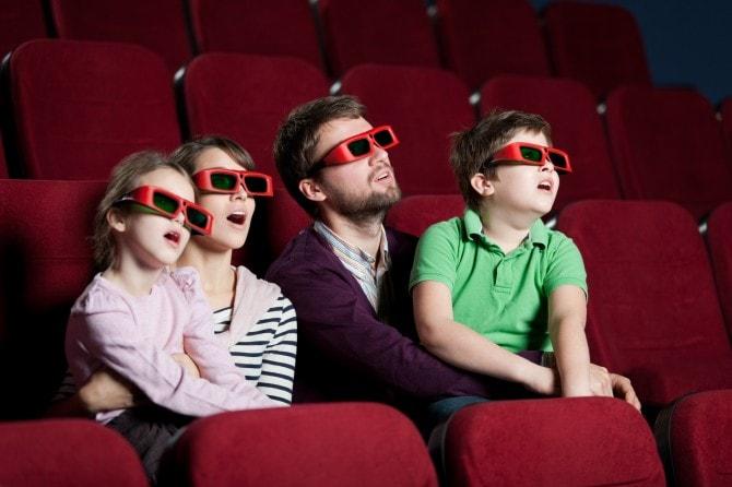 家族と観て気まずい映画10選
