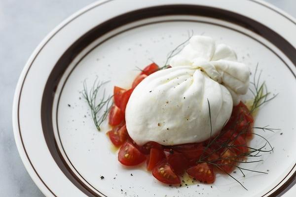 たっぷりトマトとブッラータ