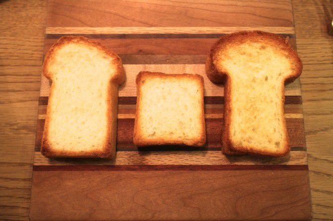 右から、「福岡×食パン」「365日×食パン」「北海道×食パン」
