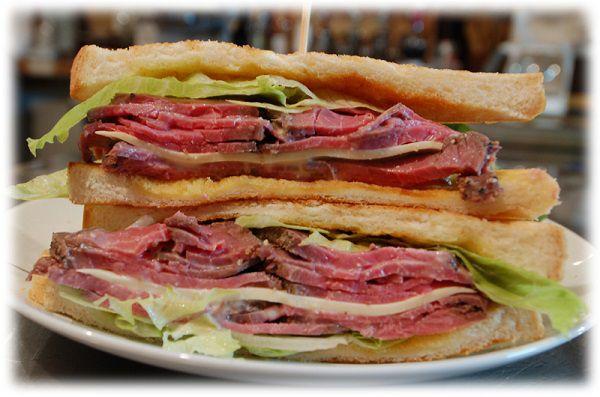 自家製ローストビーフのサンドイッチ