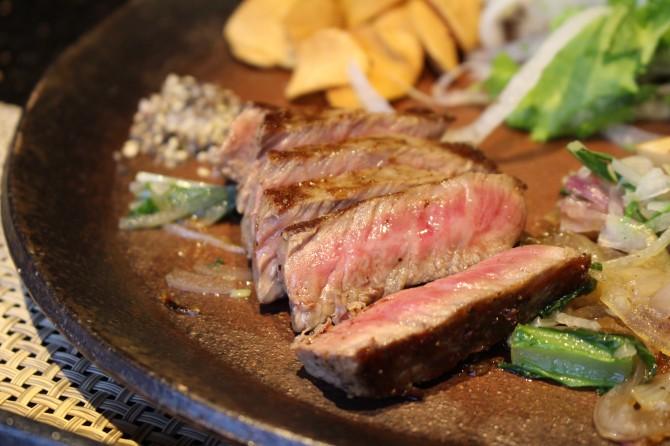 ステーキはミディアムレアでいただきます!