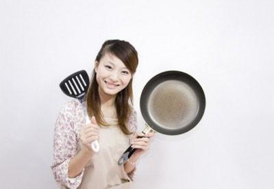 頼んでないのに彼女が手料理を作ったときの男子の気持ち10選