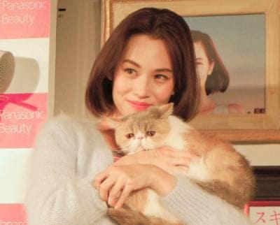 水原希子とネコのアリスちゃん