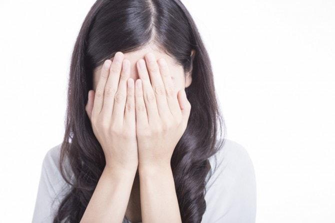 「女性 泣いてる」の画像検索結果