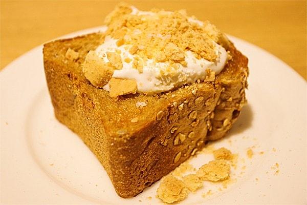 「ブラウン塩バターブレッド」は、ヘルシーで、生地はしっかりとしています。