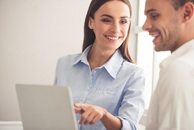 女性が「職場で好きな人に話しかけるきっかけ」4つ