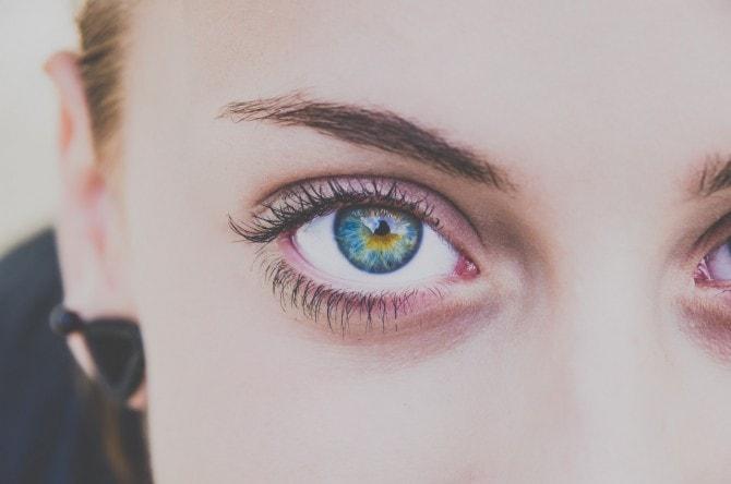 「目が綺麗な女性」はモテる!? 綺麗な目を作るアイメイクのコツ