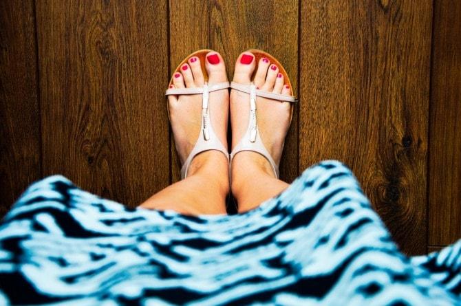 wood-feet-summer-dress