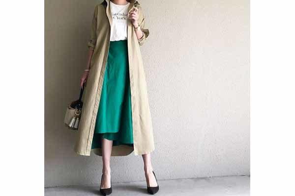 グリーンのスカートがスパイス。シャツワンピをコート風に着る春 #東京365日コーデ