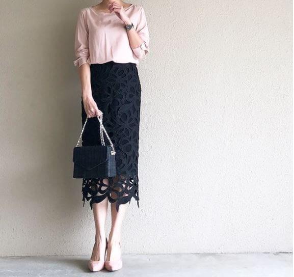 大柄の黒レースで、嫌味のない色っぽさをプラス #東京365日コーデ