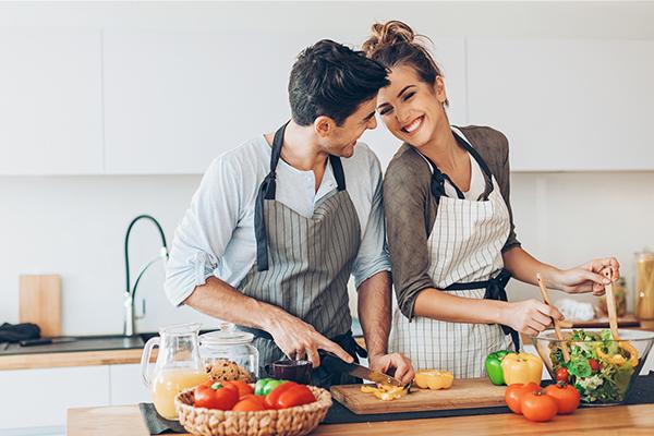 """「夫婦円満」の秘訣は""""食卓""""にあり!? 仲良し夫婦の約9割が必ずしている習慣とは?"""