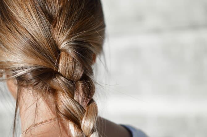 自然乾燥もOK!? 傷みづらい髪の乾かし方4つ