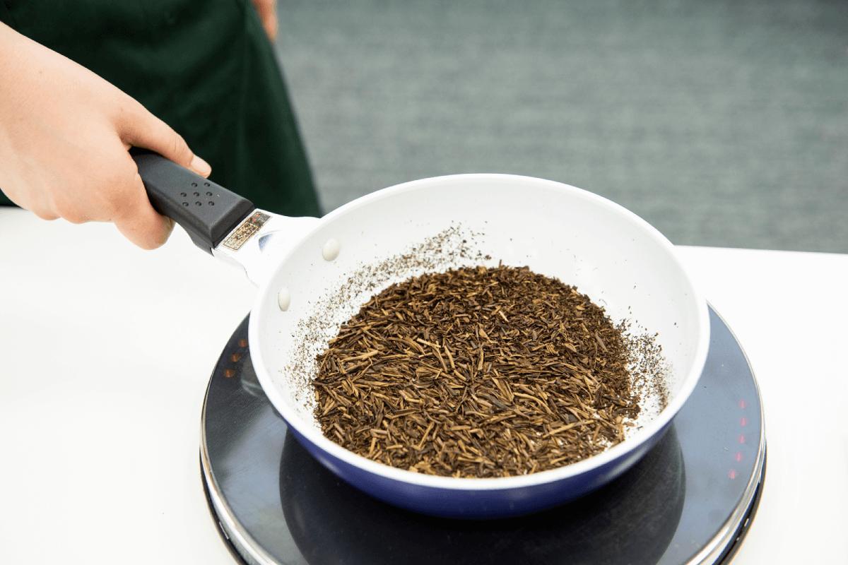 フライパン1つでほうじ茶が作れる!? 自分好みのほうじ茶の作り方