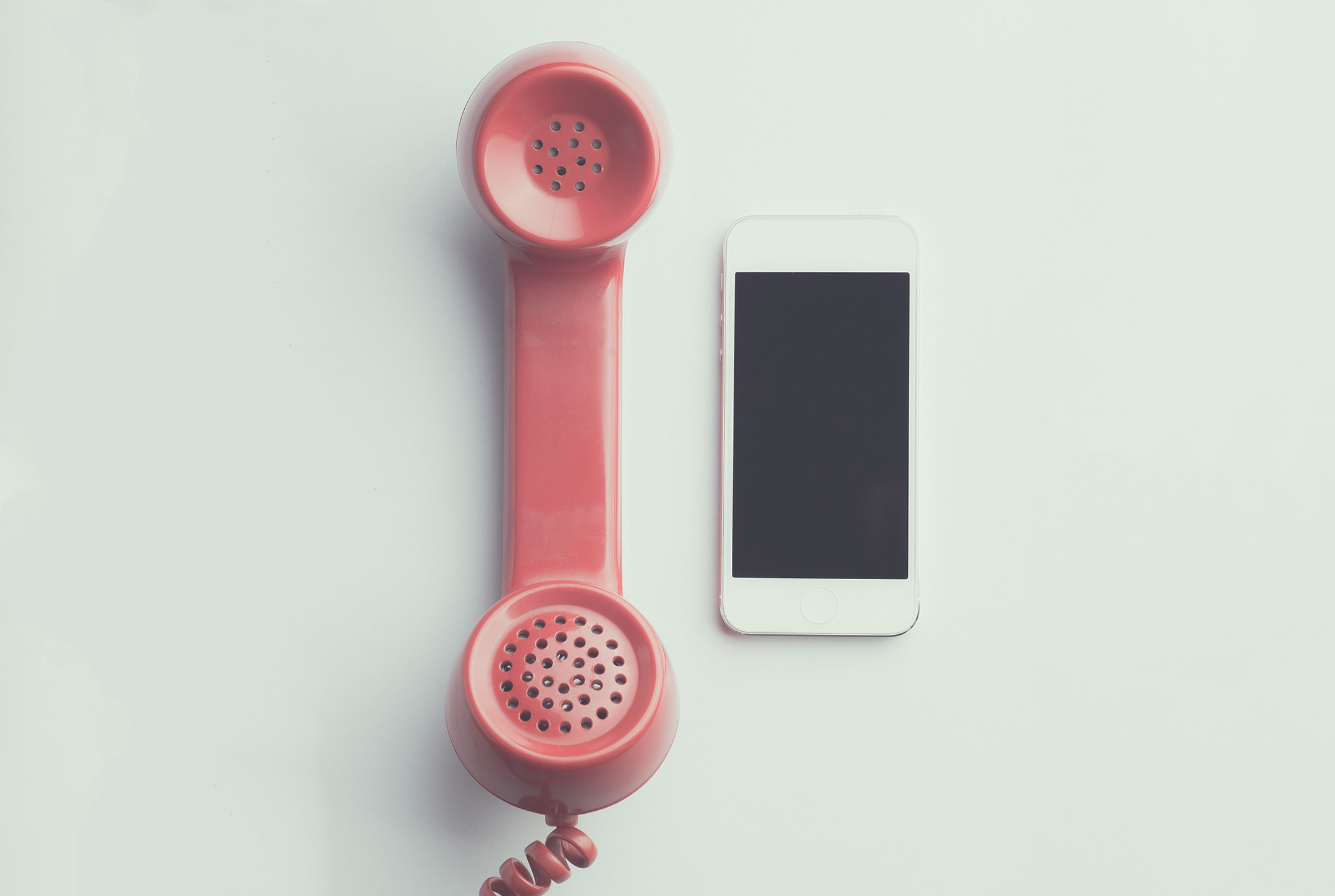 「何回も電話をかけてくる人」の心理