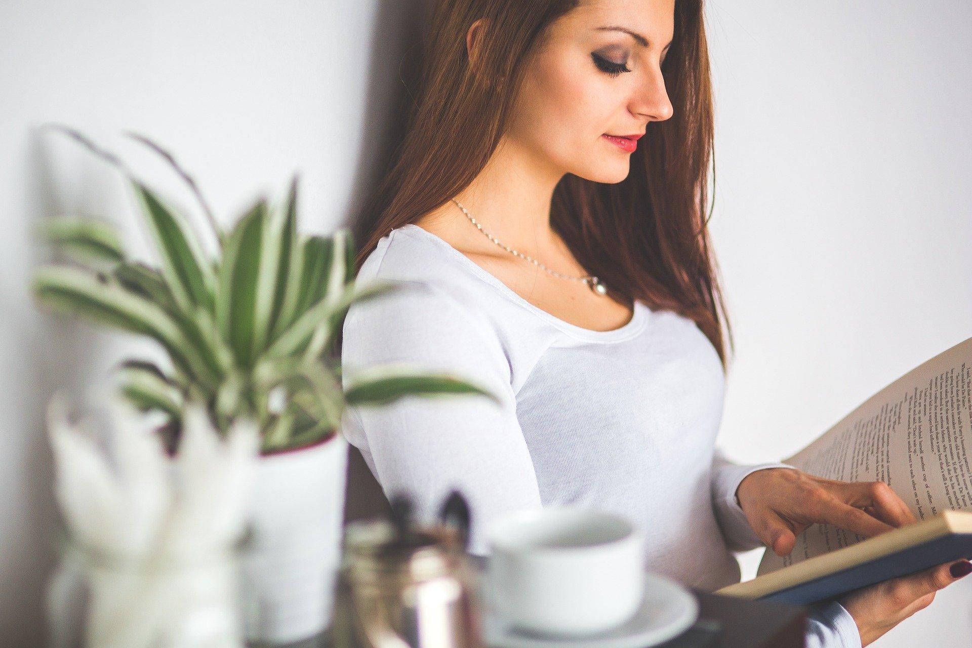 働く女性の約45%が休日の過ごし方に不満! 何に悩んでいる?