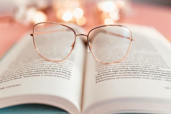 見る」と「観る」の違いは? 意味や使い分けを解説|「マイナビウーマン」