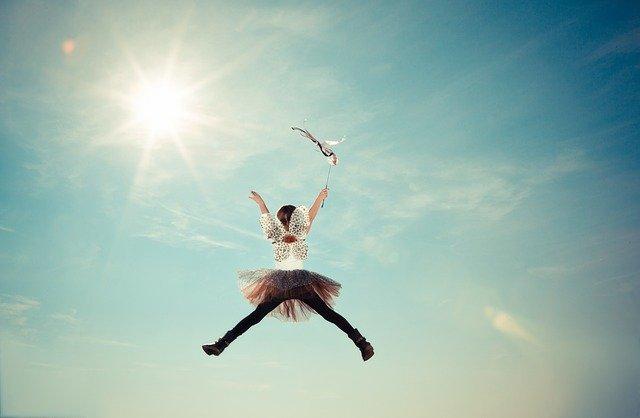 【心理テスト】空を飛べるならどこへ行きたい? 「あなたが自慢したいこと」